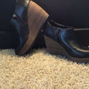 Black shoes with a brown heel